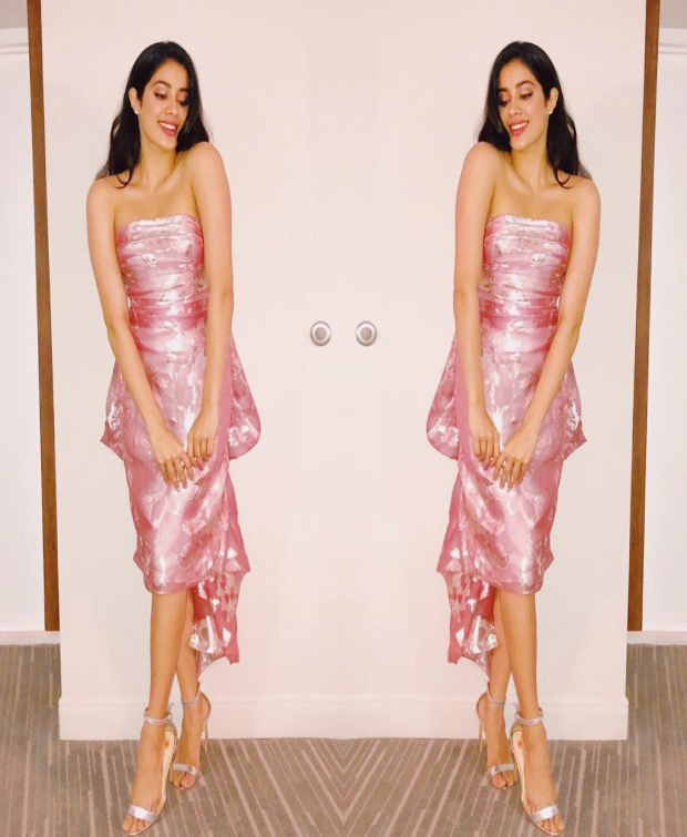 Janhvi Kapoor in Reem Acra for WIFT Awards 2018 (1)