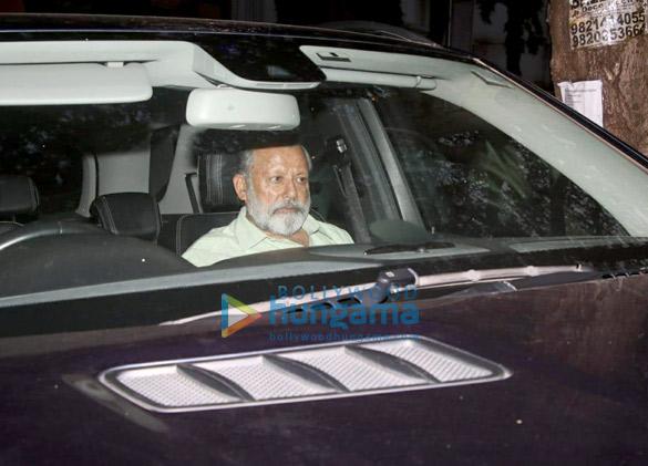 Pankaj Kapoor arrives at the hospital to see his grandson (3)