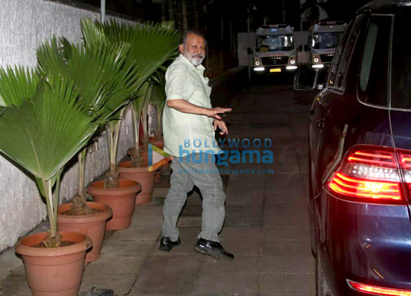 Pankaj Kapoor arrives at the hospital to see his grandson (4)