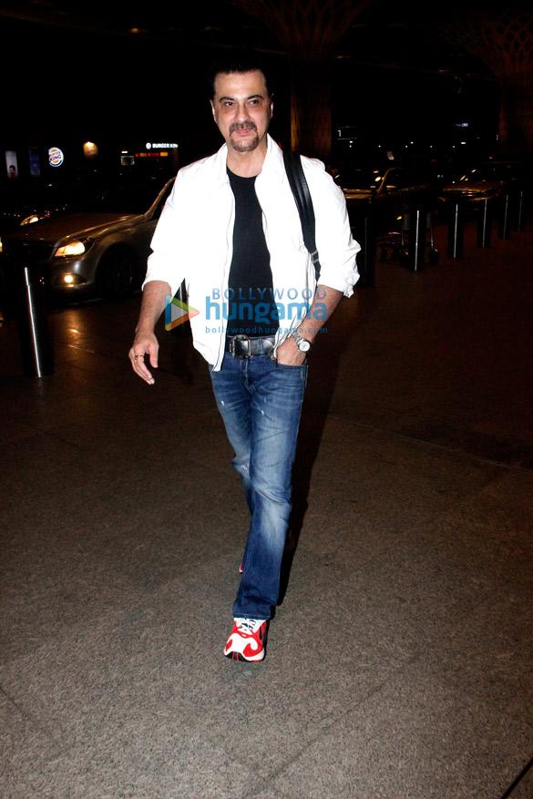 Sanjay Kapoor snapped at the airport (2)