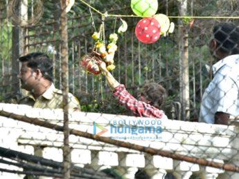 Shah Rukh Khan, Gauri Khan and AbRam greet fans on the occasion of Janmashtami
