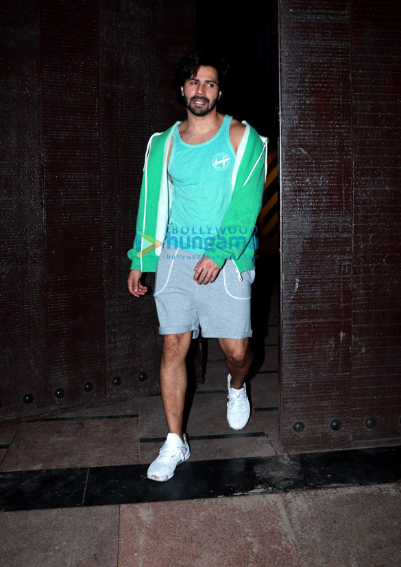 Varun Dhawan snapped at the gym (2)