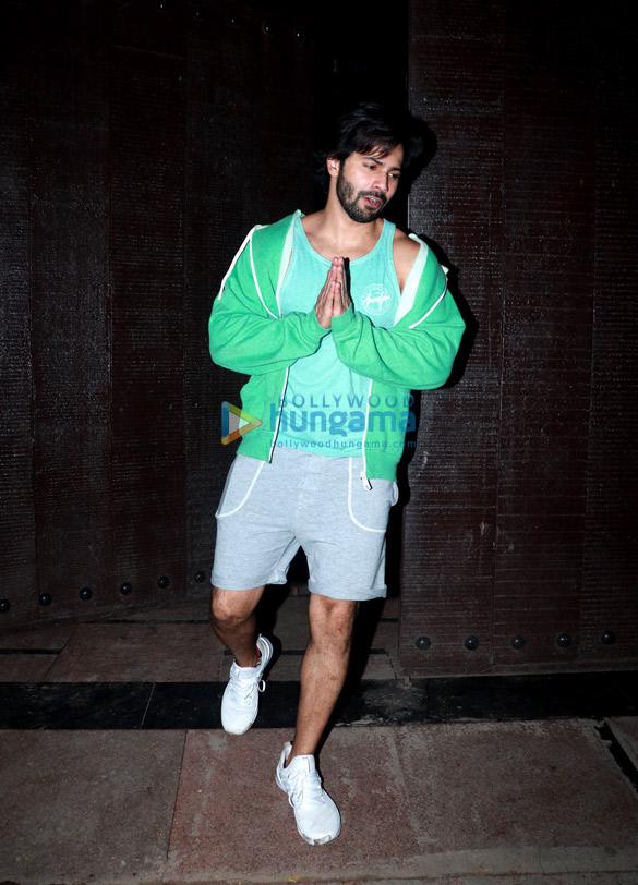 Varun Dhawan snapped at the gym (3)