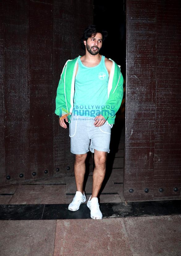 Varun Dhawan snapped at the gym (6)