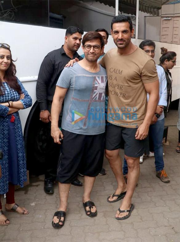 Aamir Khan, John Abraham and Amitabh Bachchan snapped at Mehboob Studio in Bandra (2)