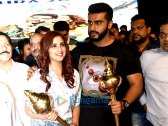 Arjun Kapoor and Parineeti Chopra snapped at the Luv-Kush Ramleela in Delhi