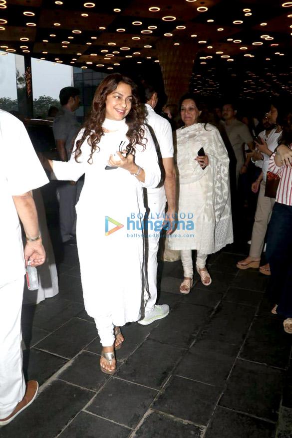 Celebs attend the prayer meet of late Krishna Raj Kapoor at Sahara Star hotel-01 (11)