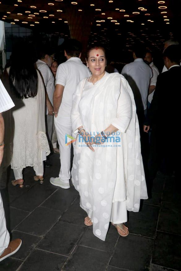 Celebs attend the prayer meet of late Krishna Raj Kapoor at Sahara Star hotel-01 (9)