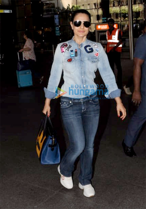 Deepika Padukone, Ranbir Kapoor, Sunny Leone and others snapped at the airport 006