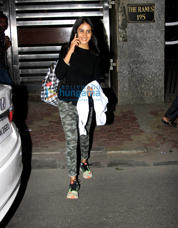 Genelia Dsouza snapped at a clinic in Bandra