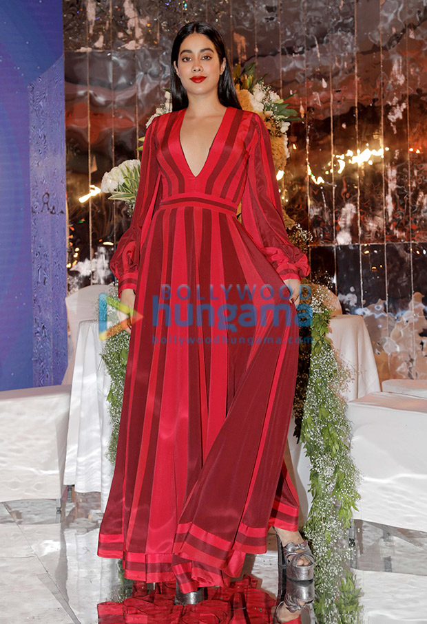 Janhvi Kapoor in Manish Malhotra for the Festive Junction Show (4)