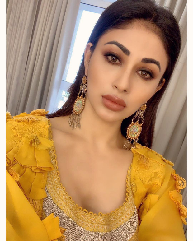 Mouni Roy in Anamika Khanna for MAMI 2018 Brunch (5)