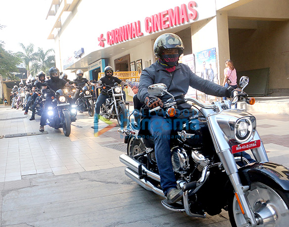Neha Bhasin graces the Harley Davidson Bike Rally and screening of 'Badhaai Ho' hosts by Carnival Cinemas (6)