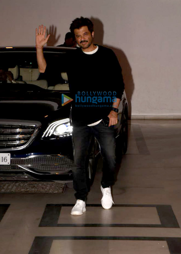 Neha Dhupia, Rajkumar Hirani, Siddharth Roy Kapur and others snapped in Bandra (9)