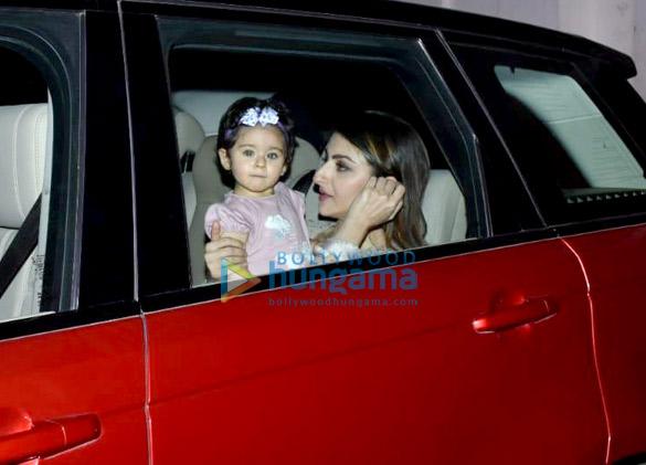 Soha Ali Khan and Inaaya Naumi Kemmu snapped Karan Johar's house (1)