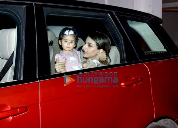 Soha Ali Khan and Inaaya Naumi Kemmu snapped Karan Johar's house (2)