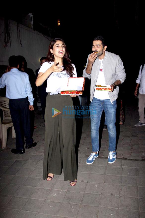 Varun Mitra and Rhea Chakraborty spotted at Vishesh Flims' office promoting their film Jalebi (3)