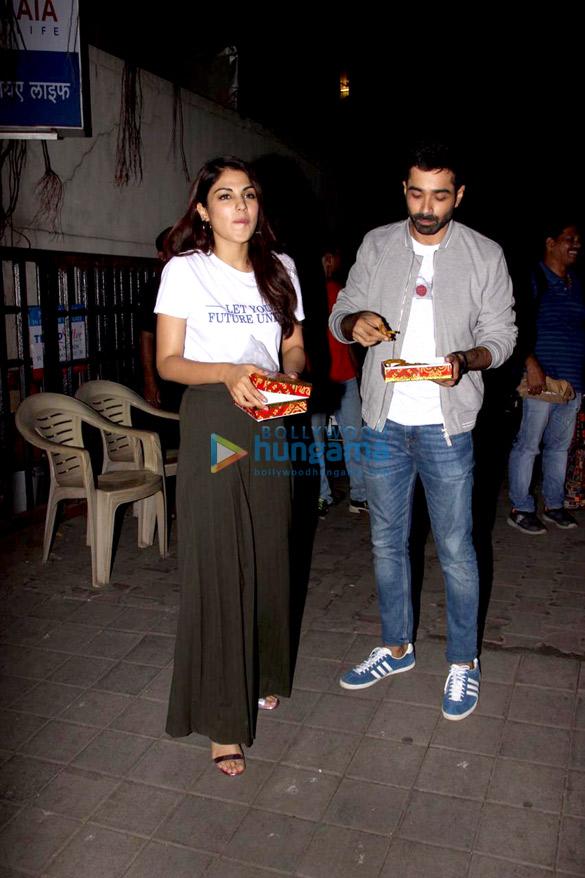 Varun Mitra and Rhea Chakraborty spotted at Vishesh Flims' office promoting their film Jalebi (4)