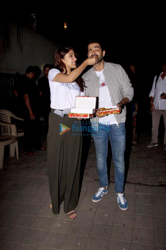 Varun Mitra and Rhea Chakraborty spotted at Vishesh Flims' office promoting their film Jalebi (6)