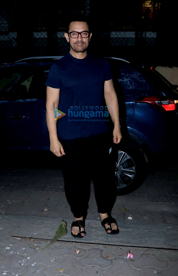 Aamir Khan spotted in Juhu (1)