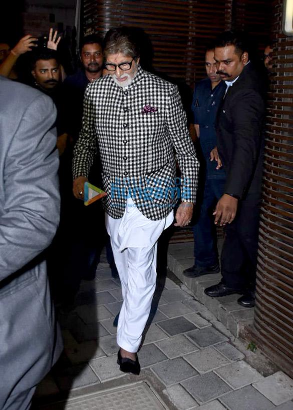 Aishwarya Rai Bachchan, Abhishek Bachchan, Amitabh Bachchan and Parineeti Chopra snapped in Juhu (2)