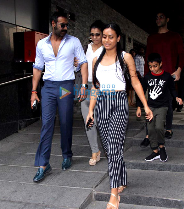 Ajay Devgn and family snapped at Hakkasan in Bandra (5)
