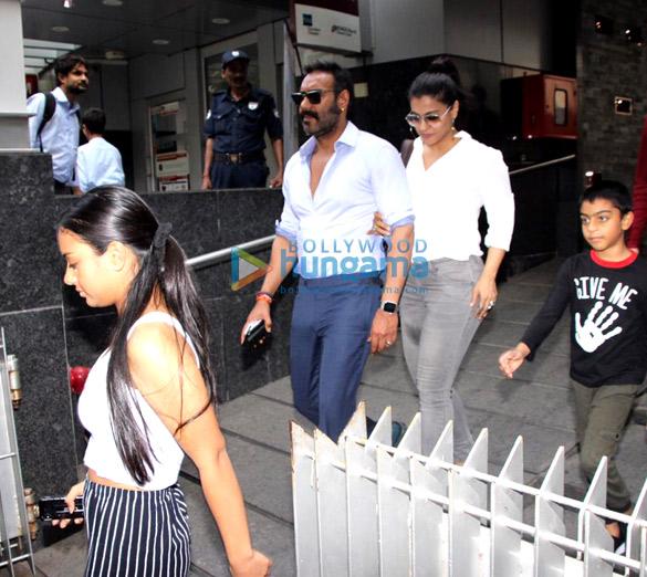 Ajay Devgn and family snapped at Hakkasan in Bandra (6)