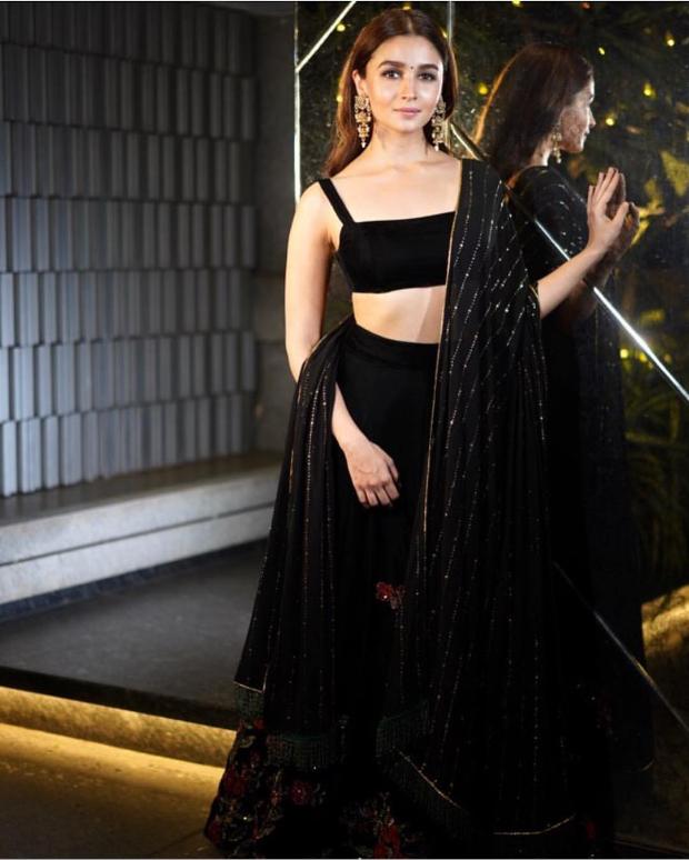 Alia Bhatt in Shyamal and Bhumika for Diwali 2018 bash (2)