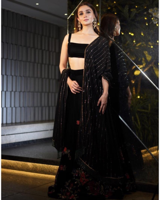 Alia Bhatt in Shyamal and Bhumika for Diwali 2018 bash (3)