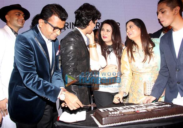 Amitabh Bachchan unveils Avitesh Shrivastava's single 'Main Hua Tera' (2)