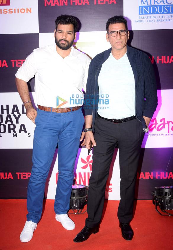 Amitabh Bachchan unveils Avitesh Shrivastava's single 'Main Hua Tera' (6)