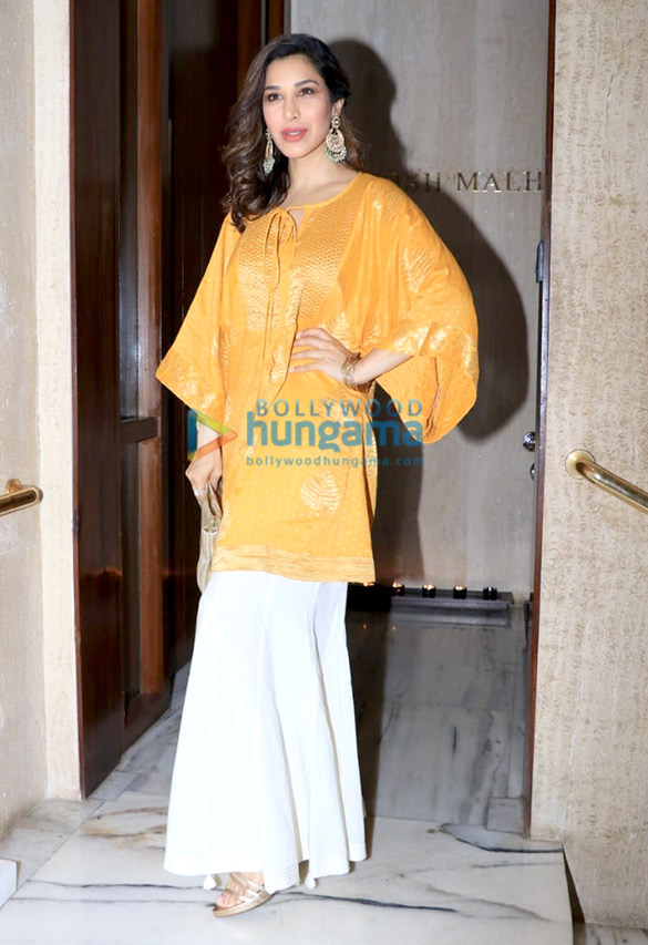 Celebs grace Manish Malhotra's house party (1)