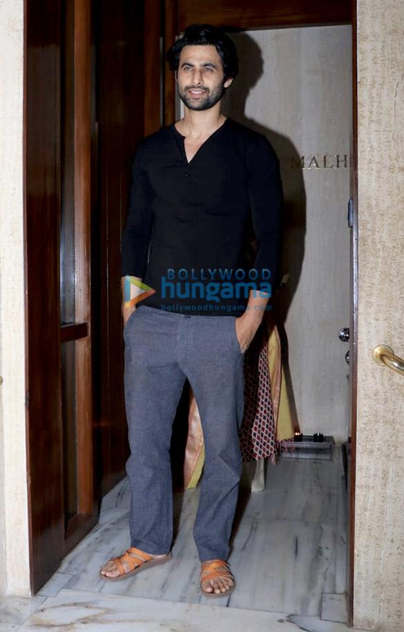 Celebs grace Manish Malhotra's house party (2)