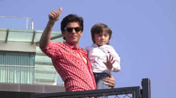 ICONIC Shah Rukh Khan thanks fans at MANNAT for birthday wishes!!!