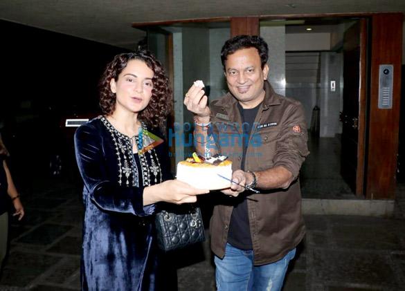 Kangana Ranaut celebrates Kamal Jain's birthday at his office in Juhu (4)