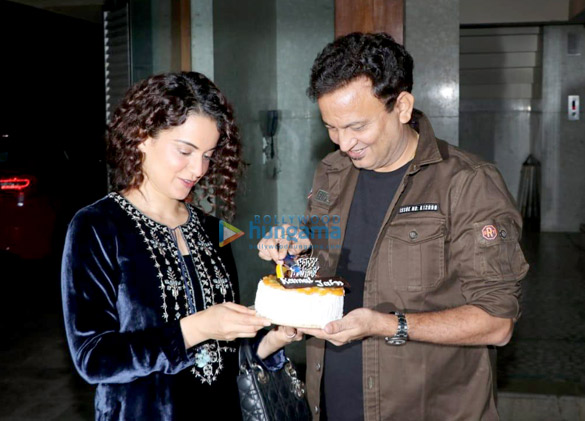 Kangana Ranaut celebrates Kamal Jain's birthday at his office in Juhu (5)