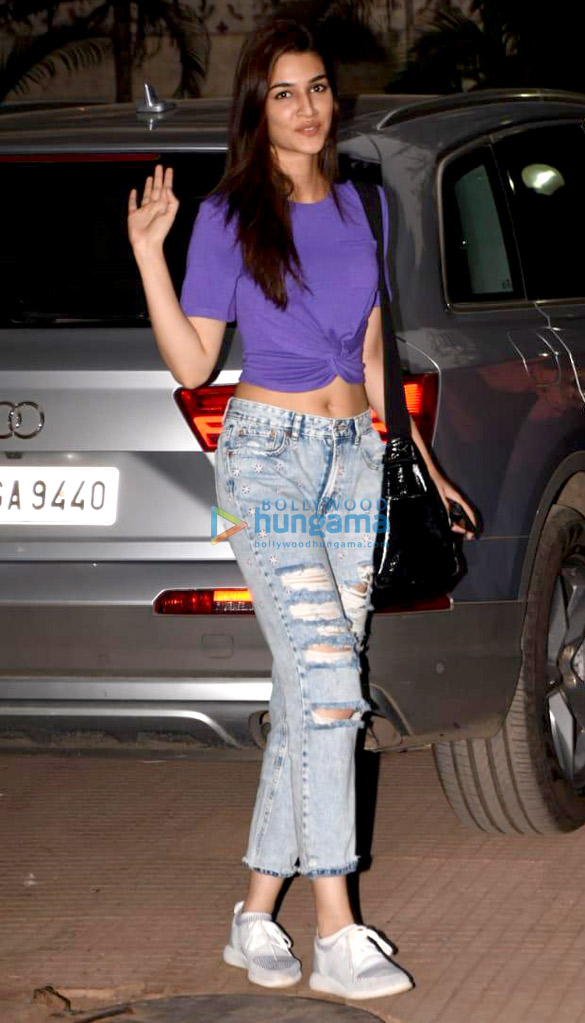 Kriti Sanon and Nupur Sanon snapped out and about in Mumbai (1)