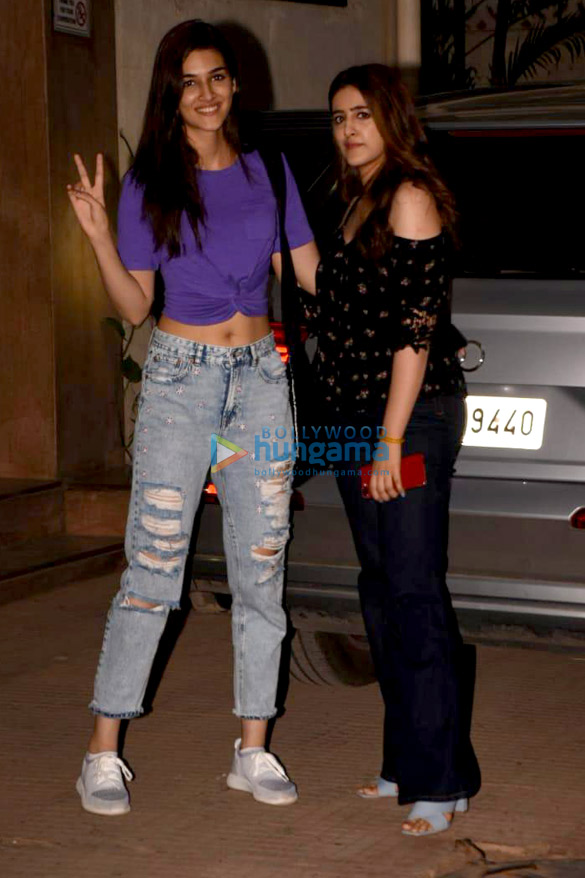Kriti Sanon and Nupur Sanon snapped out and about in Mumbai (4)