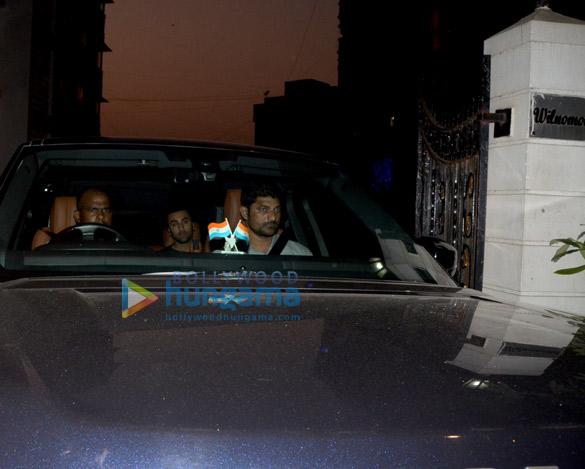 Ranbir Kapoor snapped at Farhan Akhtar's residence in Bandra