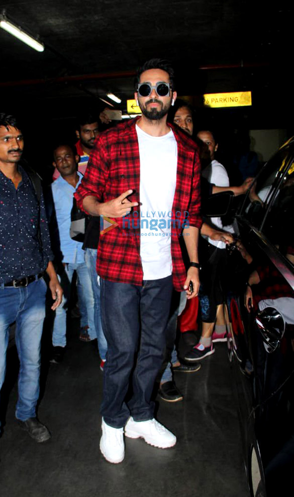 Ranveer Singh, Deepika Padukone, Parineeti Chopra and others snapped at the airport5