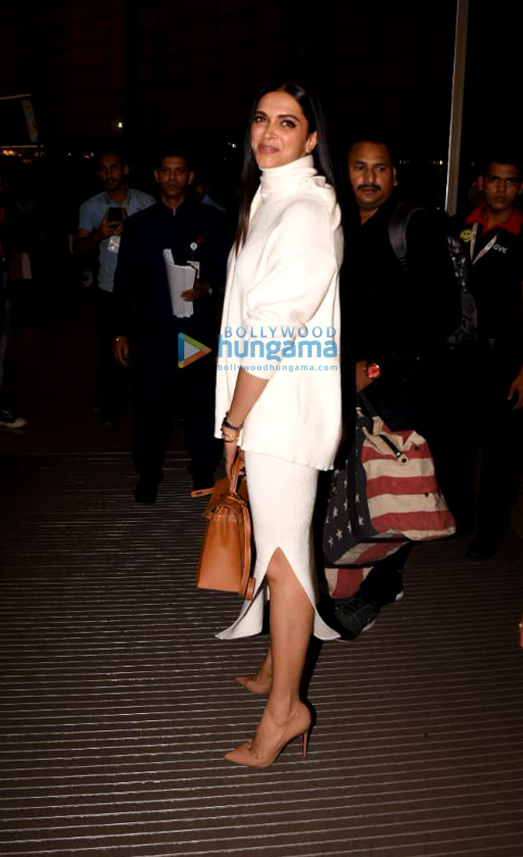 Ranveer Singh, Deepika Padukone and Parineeti Chopra snapped at the airport (5)