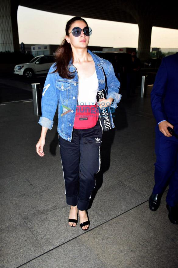 Shah Rukh Khan, Kareena Kapoor Khan, Amitabh Bachchan and others snapped at the airport (8)