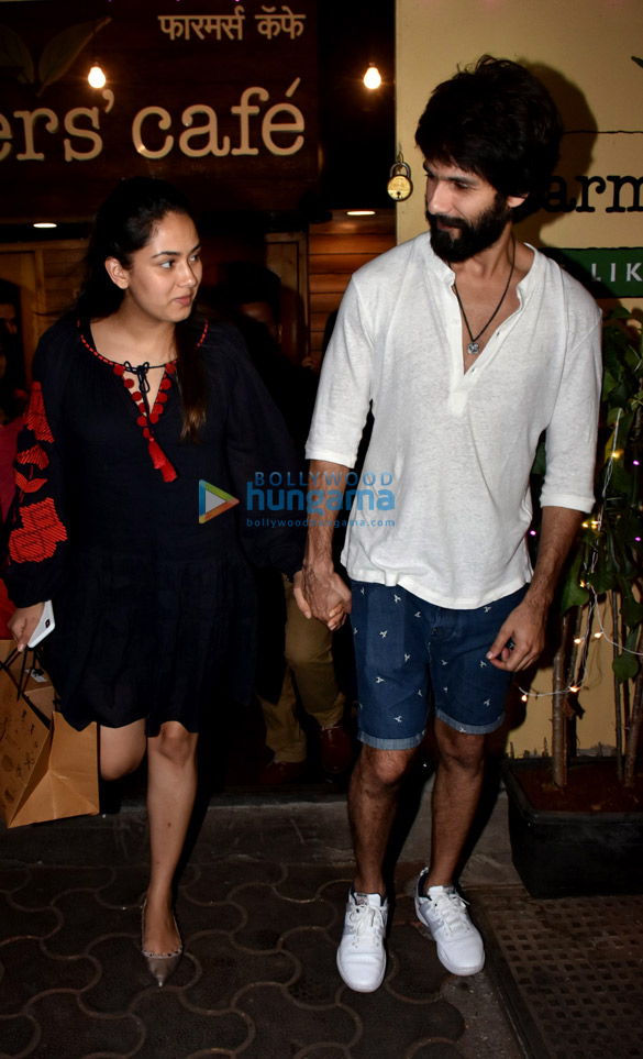 Shahid Kapoor and Mira Rajput spotted at Farmers' Cafe in Bandra (4)