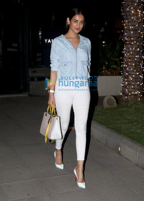 Sonal Chauhan and Anupam Kher spotted at Yauatcha in BKC (3)