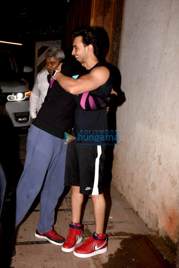 Varun Dhawan and Aayush Sharma snapped in Mumbai (4)