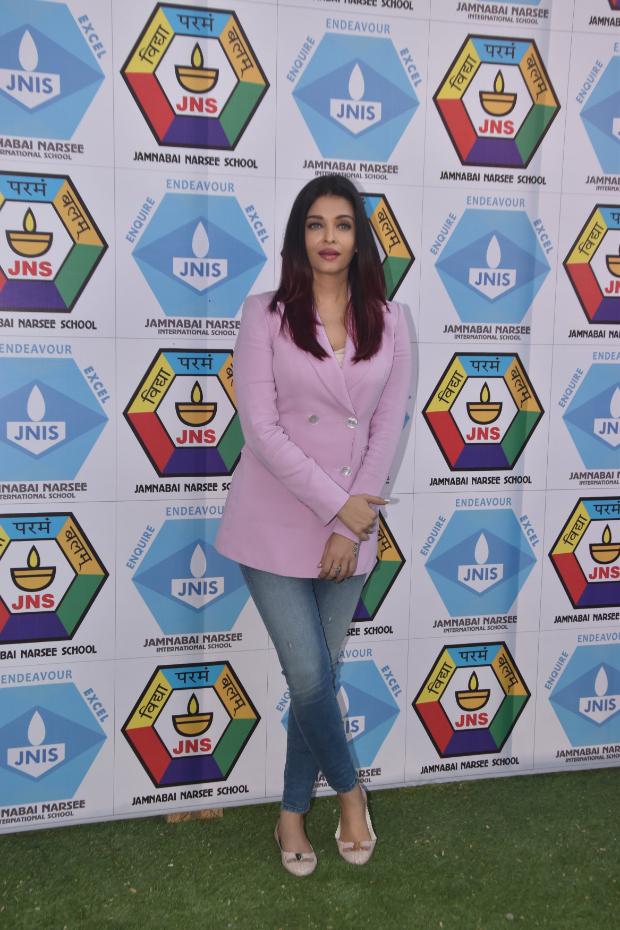 Aishwarya Rai Bachchan in Massimo Dutti blazer and Diesel denim for a sports meet (2)
