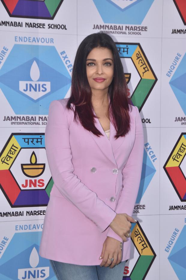 Aishwarya Rai Bachchan in Massimo Dutti blazer and Diesel denim for a sports meet (3)