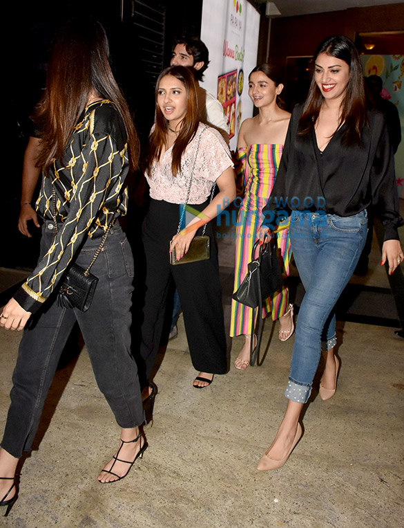 Alia Bhatt spotted with her friends at TYGR, at Palladium in Lower Parel (3)