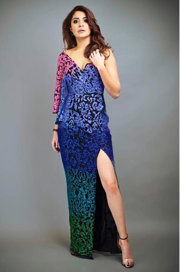 Anushka Sharma in Monisha Jaising for Zero promotions on Indian Idol 10 (1)