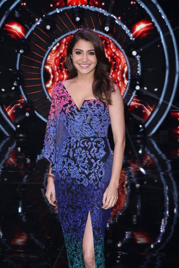 Anushka Sharma in Monisha Jaising for Zero promotions on Indian Idol 10 (2) (1)